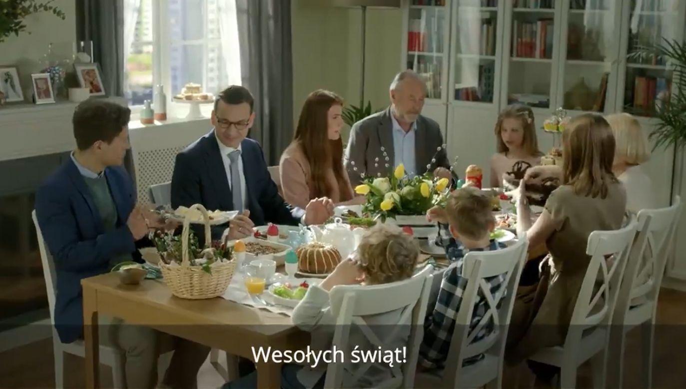 – Życzę wszystkim rodakom w kraju oraz Polakom przebywającym z dala od ojczyzny spokojnych, radosnych i rodzinnych Świąt Wielkanocnych – mówi premier (fot. TT/Kancelaria Premiera)