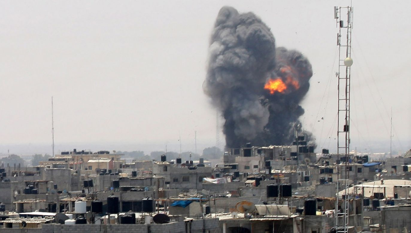 Izraelskie lotnictwo przeprowadziło masowe naloty na cele w Strefie Gazy (fot. Abed Rahim Khatib/Anadolu Agency/Getty Images)