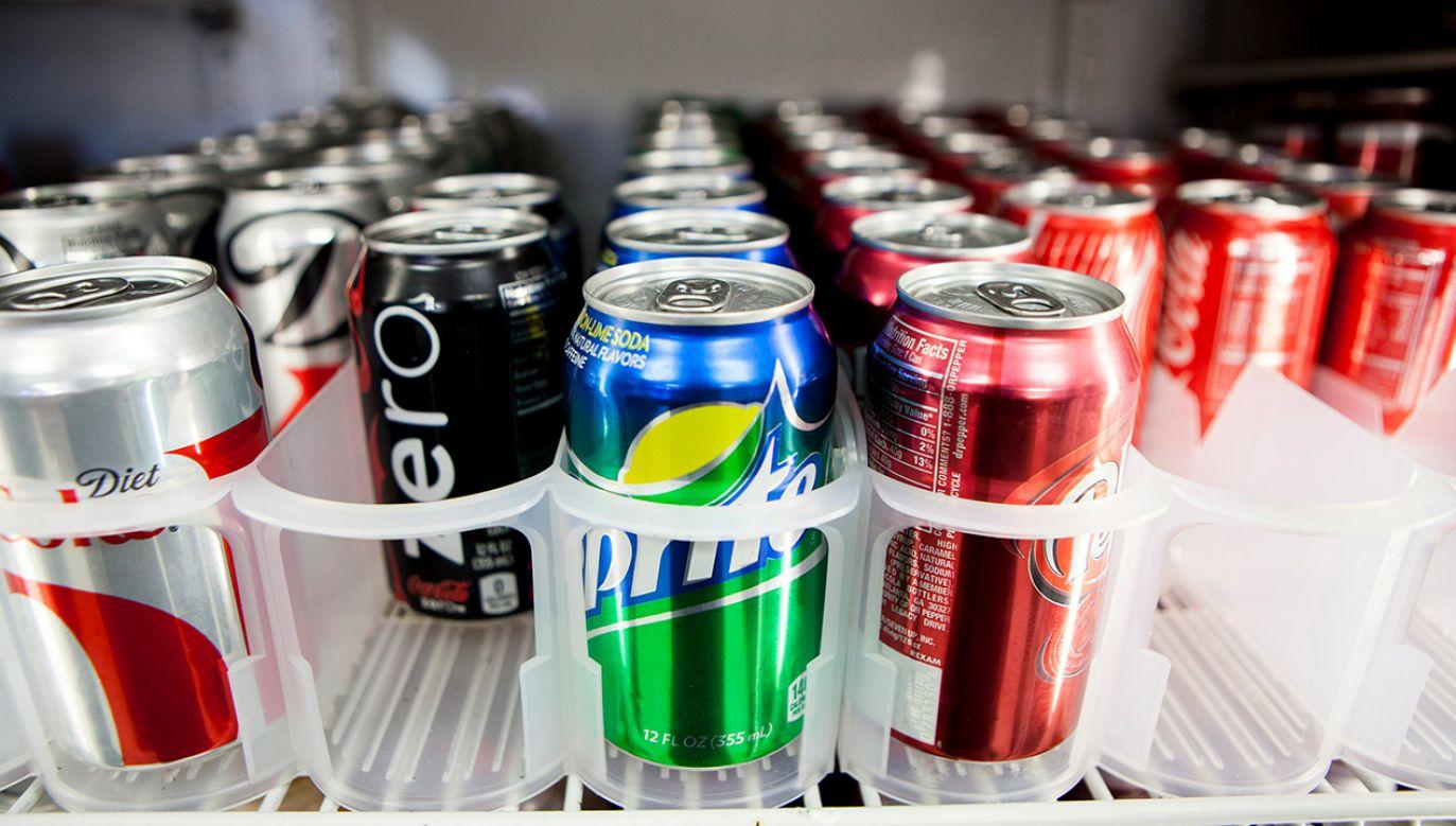 Chodzi o  napoje niskokaloryczne, czyli napoje gazowane lub owocowe ze sztucznymi słodzikami (fot. REUTERS/Sam Hodgson)