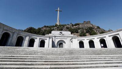 6c50134a87661 Hiszpański rząd na piątkowym posiedzeniu wydał dekret o ekshumacji i  przeniesieniu zwłok generała Francisco Franco poza podmadryckie mauzoleum  wojny domowej ...