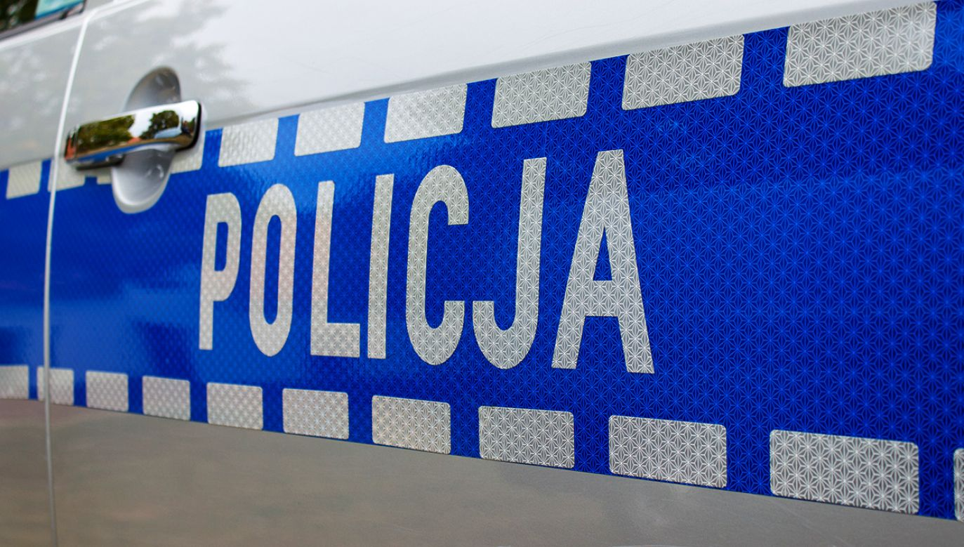 Napastnik zaatakował także jednego z policjantów (fot. Shutterstock)