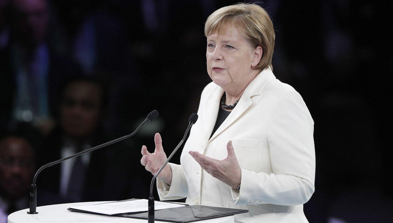 Słowa Angeli Merkel wywołały wiele emocji na sali plenarnej (fot. PAP/EPA/YOAN VALAT)