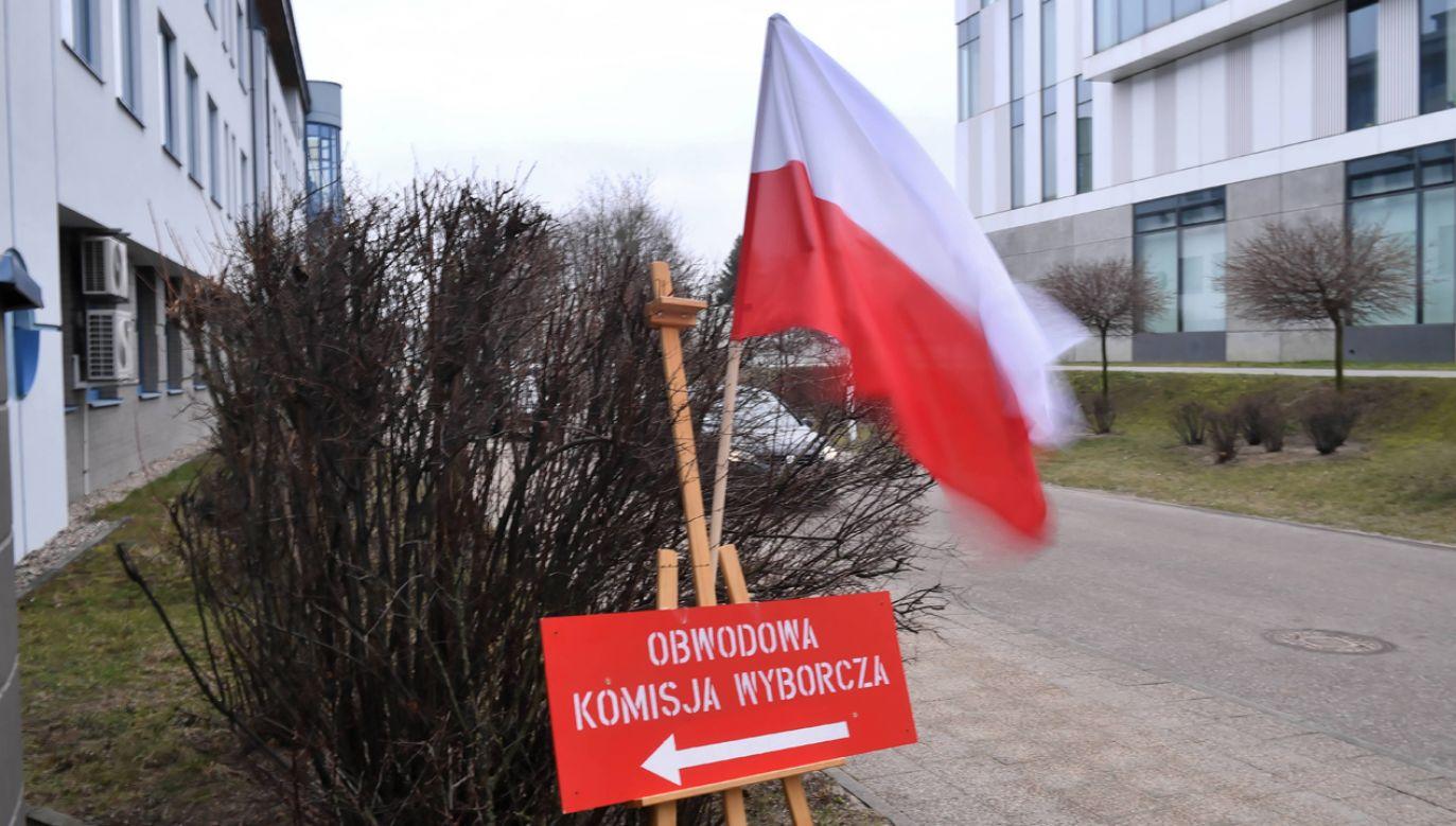 PiS i PO zyskały w ciągu ostatniego miesiąca, jak i od poprzednich wyborów. Razem i Nowoczesna straciły trzech na czterech wyborców z 2015 r. (fot. PAP/Marcin Gadomski)