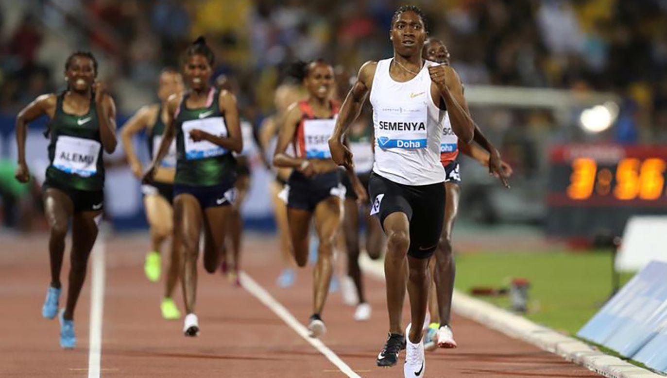 Caster Semenya musi farmakologicznie obniżać poziom testosteronu (fot. REUTERS/Ibraheem Al Omari)