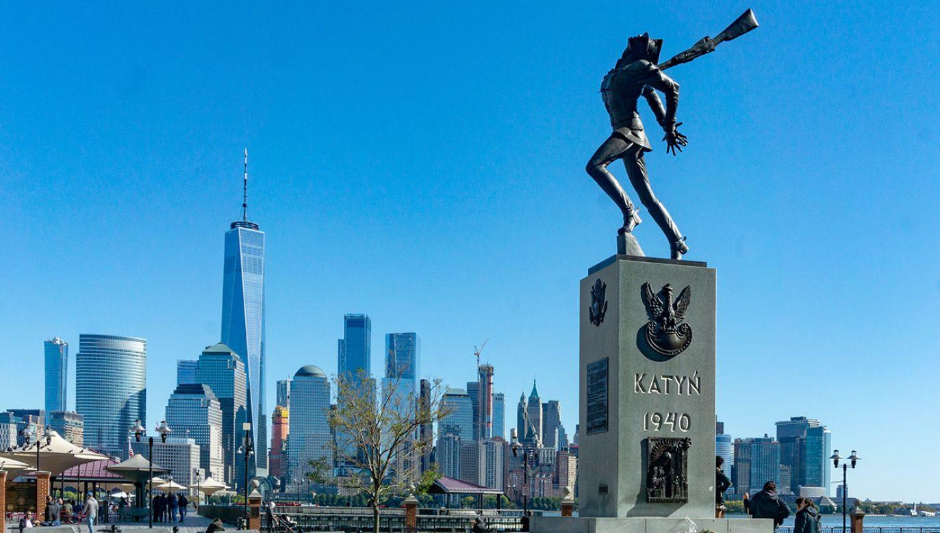 Władze Jersey City zdecydoały, że pomnik zostanie na miejscu (fot. Shutterstock/Brian Logan Photography)