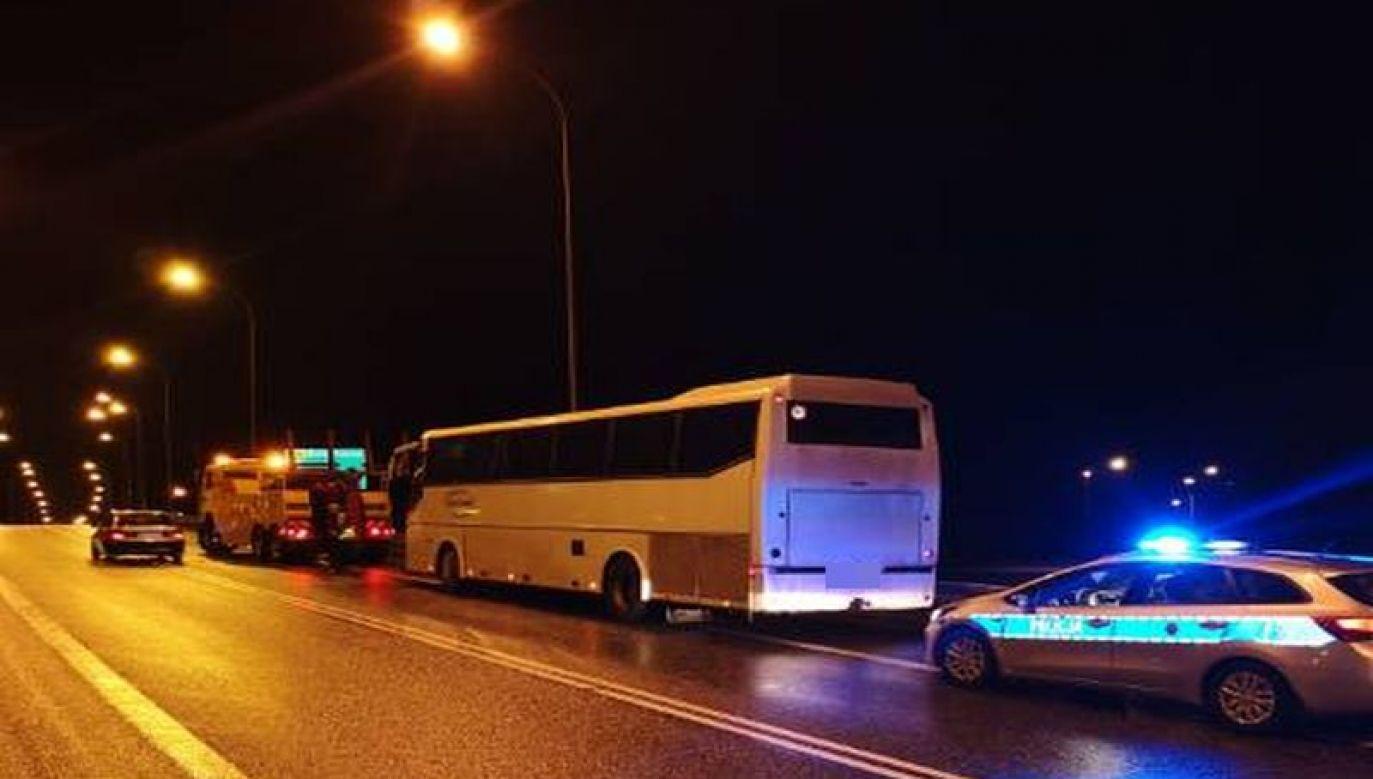 Autokarem podróżowało około 20 osób, które były dowożone do pracy / fot. http://www.lodzka.policja.gov.pl