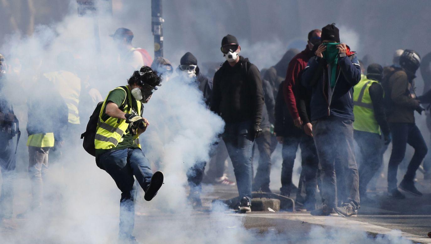 Kolejny raz doszło do zamieszek w centrum Paryża (fot. PAP/EPA/GUILLAUME HORCAJUELO)