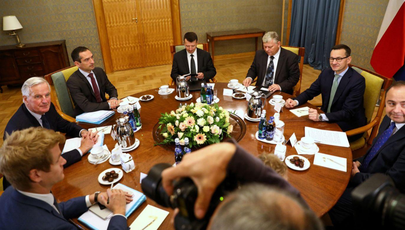 Premier Mateusz Morawiecki spotkał się w piątek z głównym negocjatorem Komisji Europejskiej ds. Brexitu Michelem Barnierem (fot. PAP/Rafał Guz