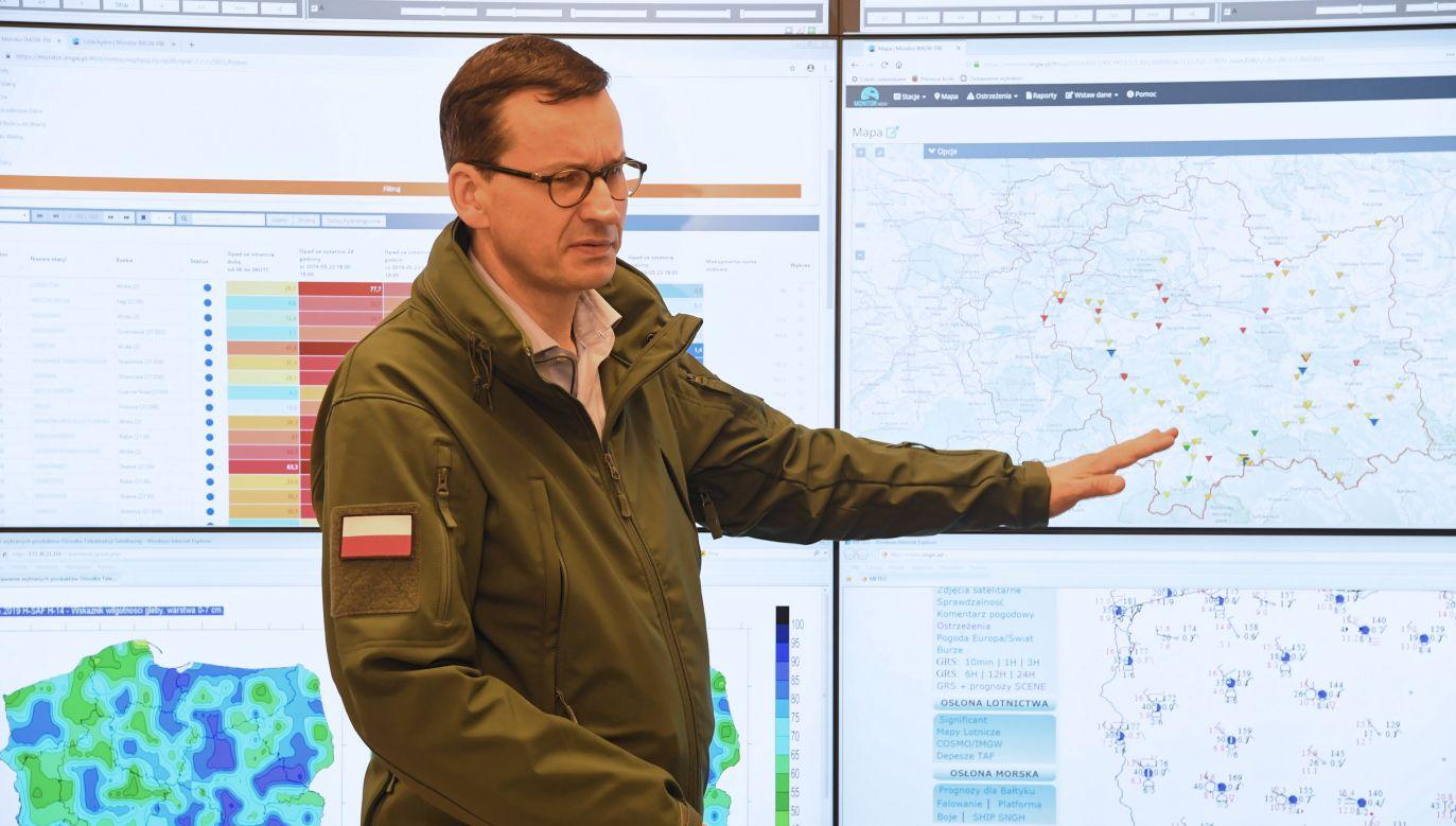 Premier Mateusz Morawiecki w Instytucie Meteorologii i Gospodarki Wodnej (fot. PAP/Jacek Bednarczyk)