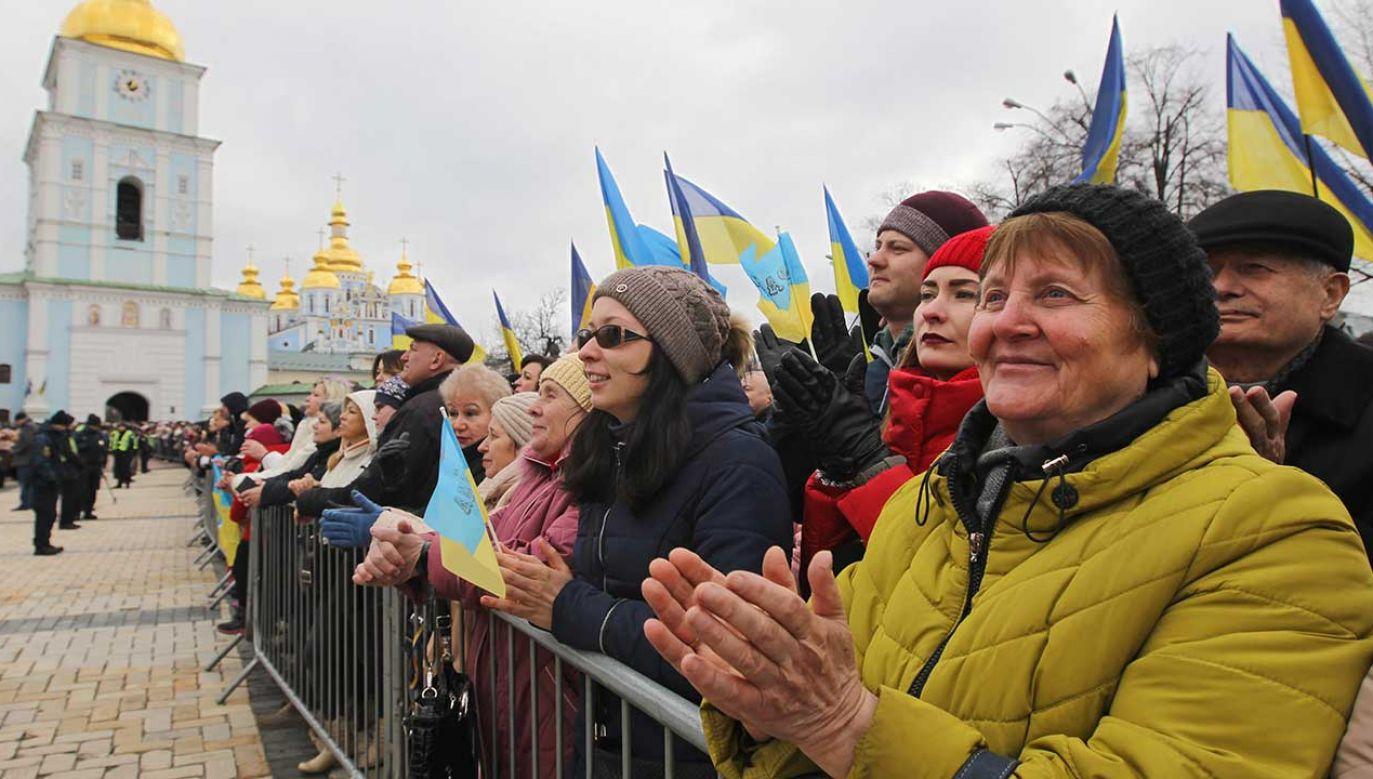 Ludzie zgromadzeni na wiecu wyborczym prezydenta Petra Poroszenki (fot. STR/NurPhoto/Getty Images)
