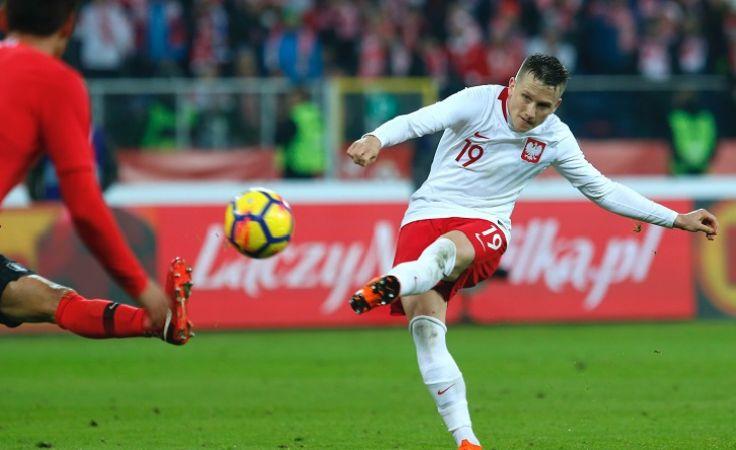 Piotr Zieliński strzela bramkę na 3:2 podczas towarzyskiego meczu z Koreą Południową. Foto. PAP/Andrzej Grygiel