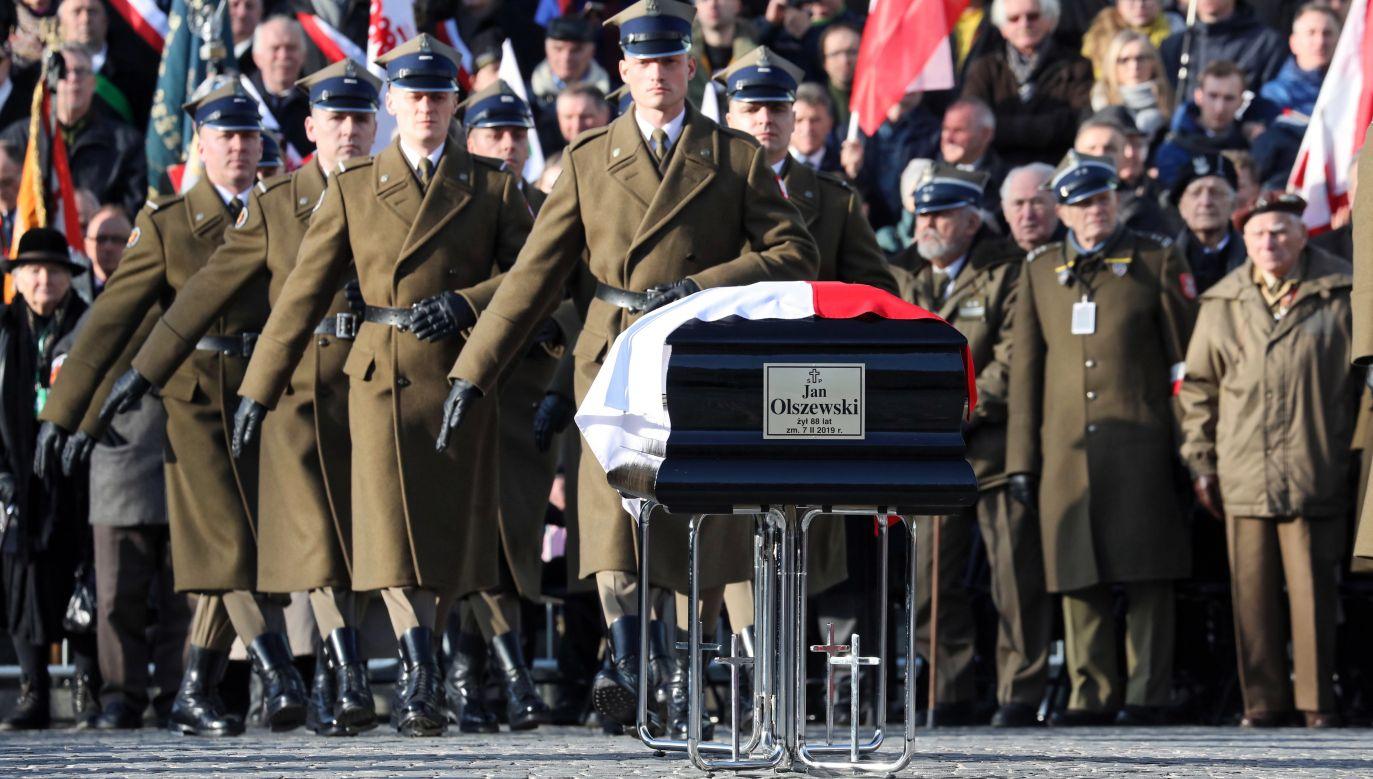 Uroczystości pogrzebowe premiera Jana Olszewskiego (fot.  PAP/Tomasz Gzell)