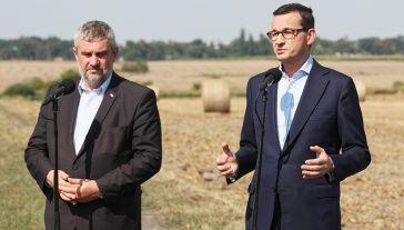 Min. Jan Krzysztof Ardanowski (L) i premier Mateusz Morawiecki (P) (fot. arch.PAP/Lech Muszyński)