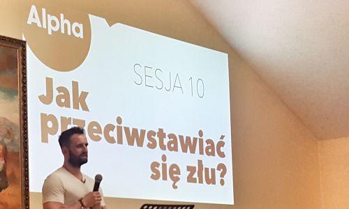 Wystąpienie na jednym z kursów Alpha w Bochni.  Fot. archiwum domowe Grzegorza Czerwickiego