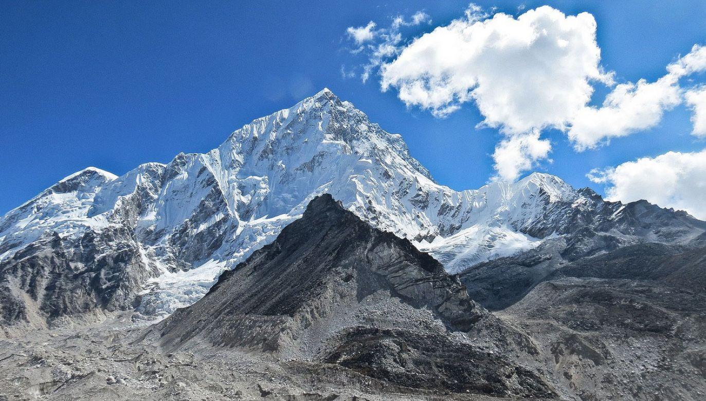 Liczba śmiertelnych ofiar wypadków na najwyższym szczycie świata w tym tygodniu wzrosła do dziesięciu (fot. pixabay.com/skeeze)