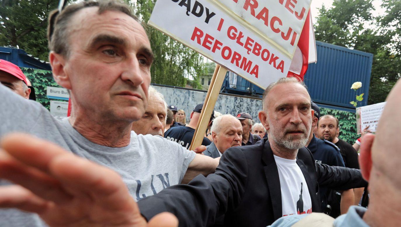 """Manifestacja przeciwników reformy sądownictwa pod hasłem """"Sejm jest nasz"""", 18 bm. przed Sejmem w Warszawie (fot. PAP/Tomasz Gzell)"""