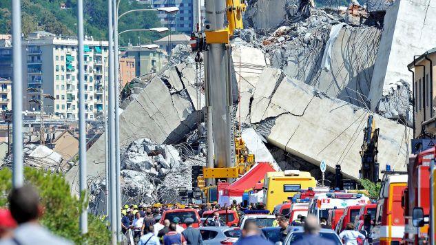 We wtorkowej katastrofie na autostradzie A10 w stolicy regionu Liguria zginęły co najmniej 42 osoby (fot. PAP/EPA/ALESSANDRO DI MARCO)