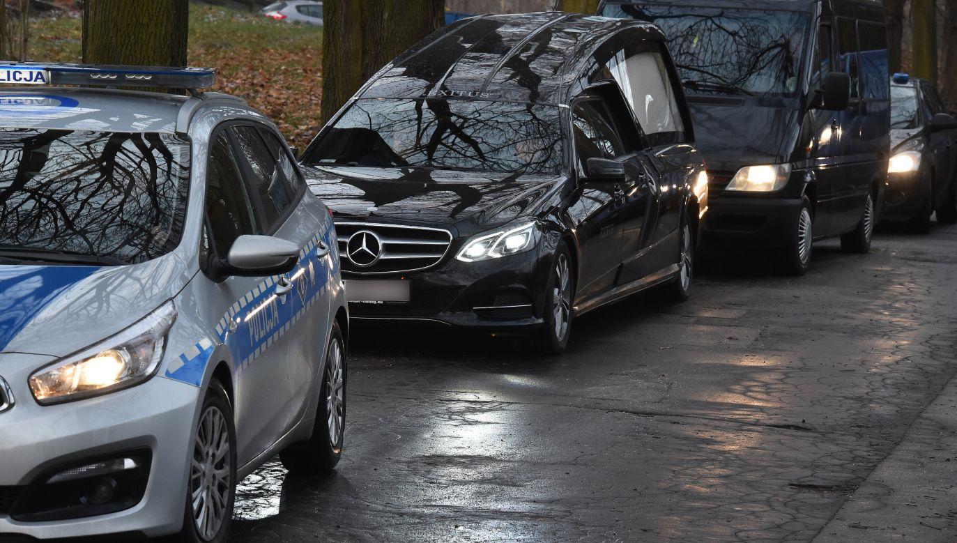 Według Prokuratury Krajowej ekshumacje ofiar katastrofy smoleńskiej są niezbędne wobec popełnionych wcześniej błędów (fot. arch. PAP/Jacek Bednarczyk)