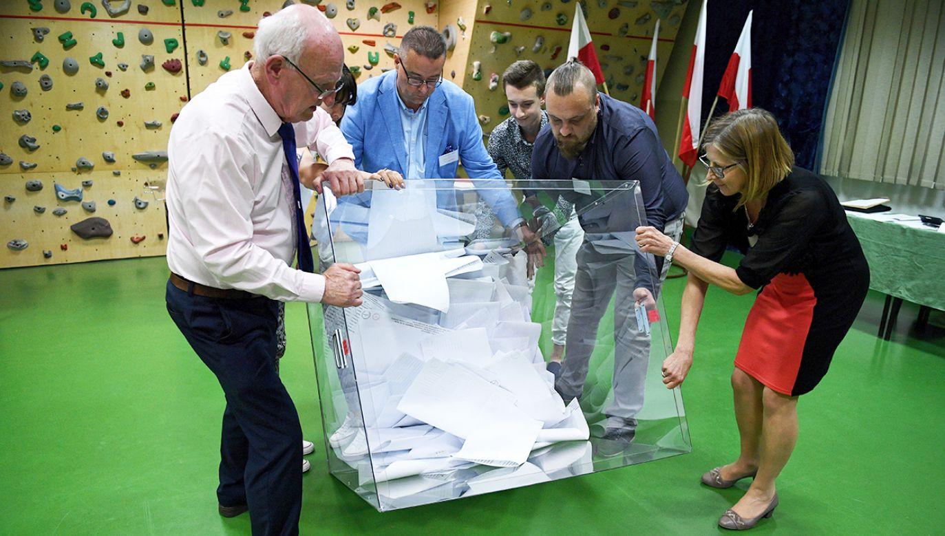 W okręgu śląskim najwięcej głosów – 422 445 – otrzymał były premier, były przewodniczący Parlamentu Europejskiego Jerzy Buzek (fot. PAP/Darek Delmanowicz)