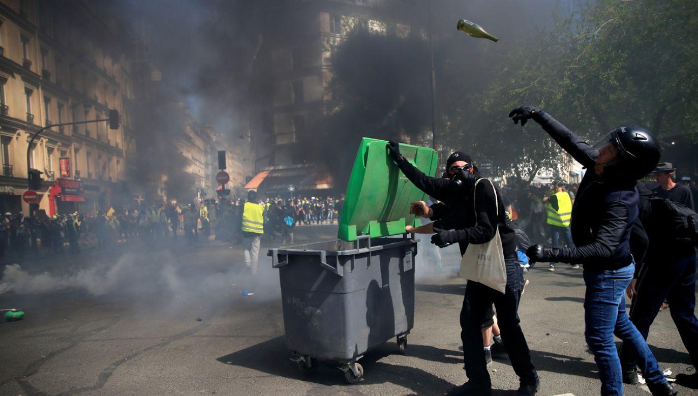 Zamieszki na ulicach Paryża (fot. REUTERS/Gonzalo Fuentes)