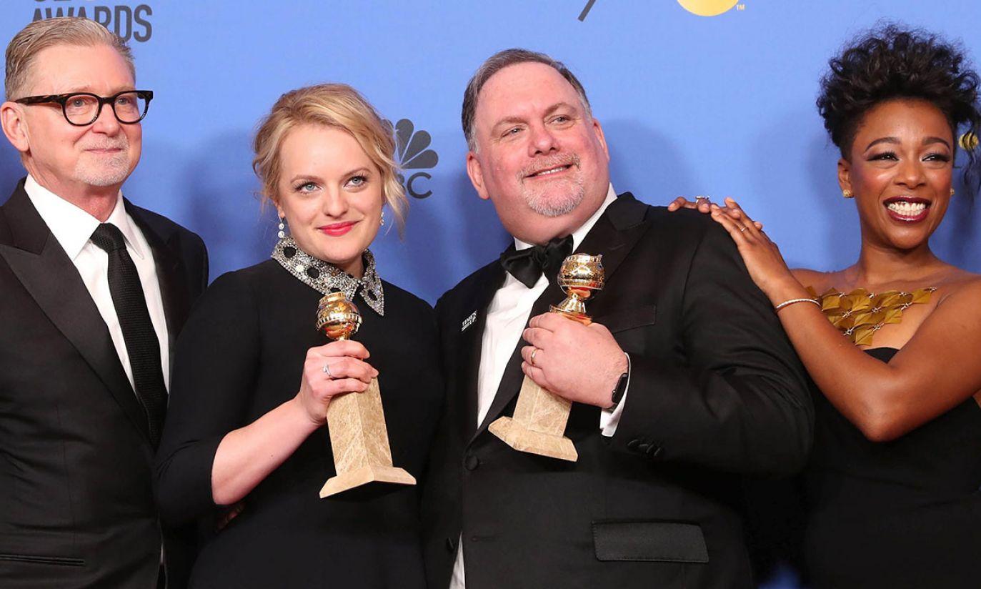"""Nagrodzona Elizabeth Moss z serialu """"Opowieści podręcznej"""" (fot. EPA/PAP)"""