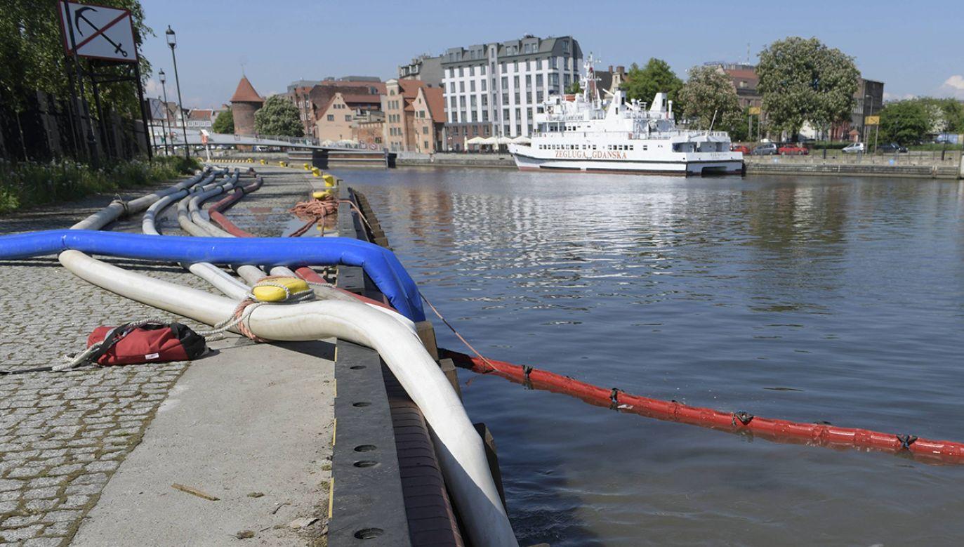 Przepompownia Ścieków Ołowianka zrzuca zanieczyszczenia wodociągowo-kanalizacyjne do Mołtawy w Gdańsku (fot.  PAP/Adam Warżawa)