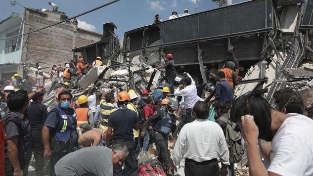 W polskiej ambasadzie w Meksyku powołano zespół kryzysowy (fot. PAP/EPA/JORGE DAN LOPEZ)