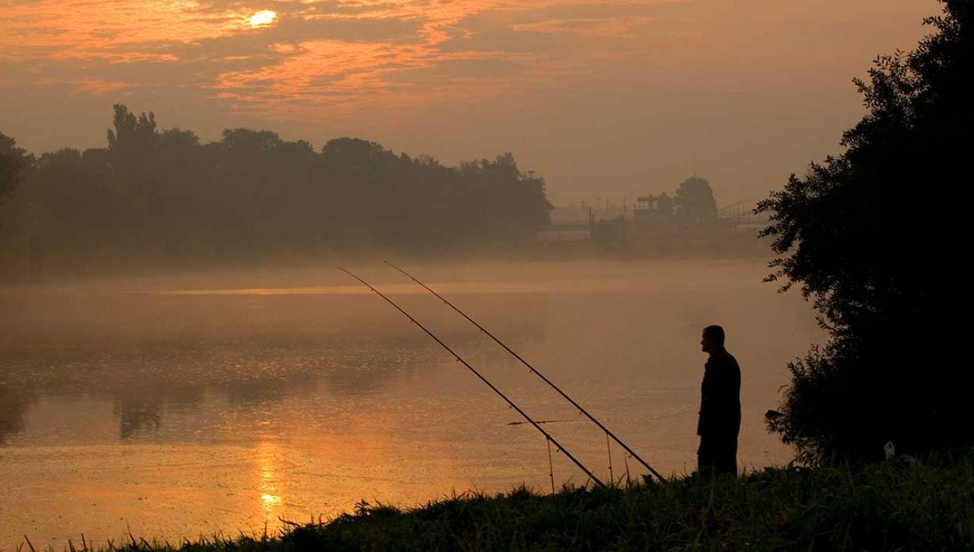 Zwłoki zauważyli wędkarze (fot. Shutterstock/como)
