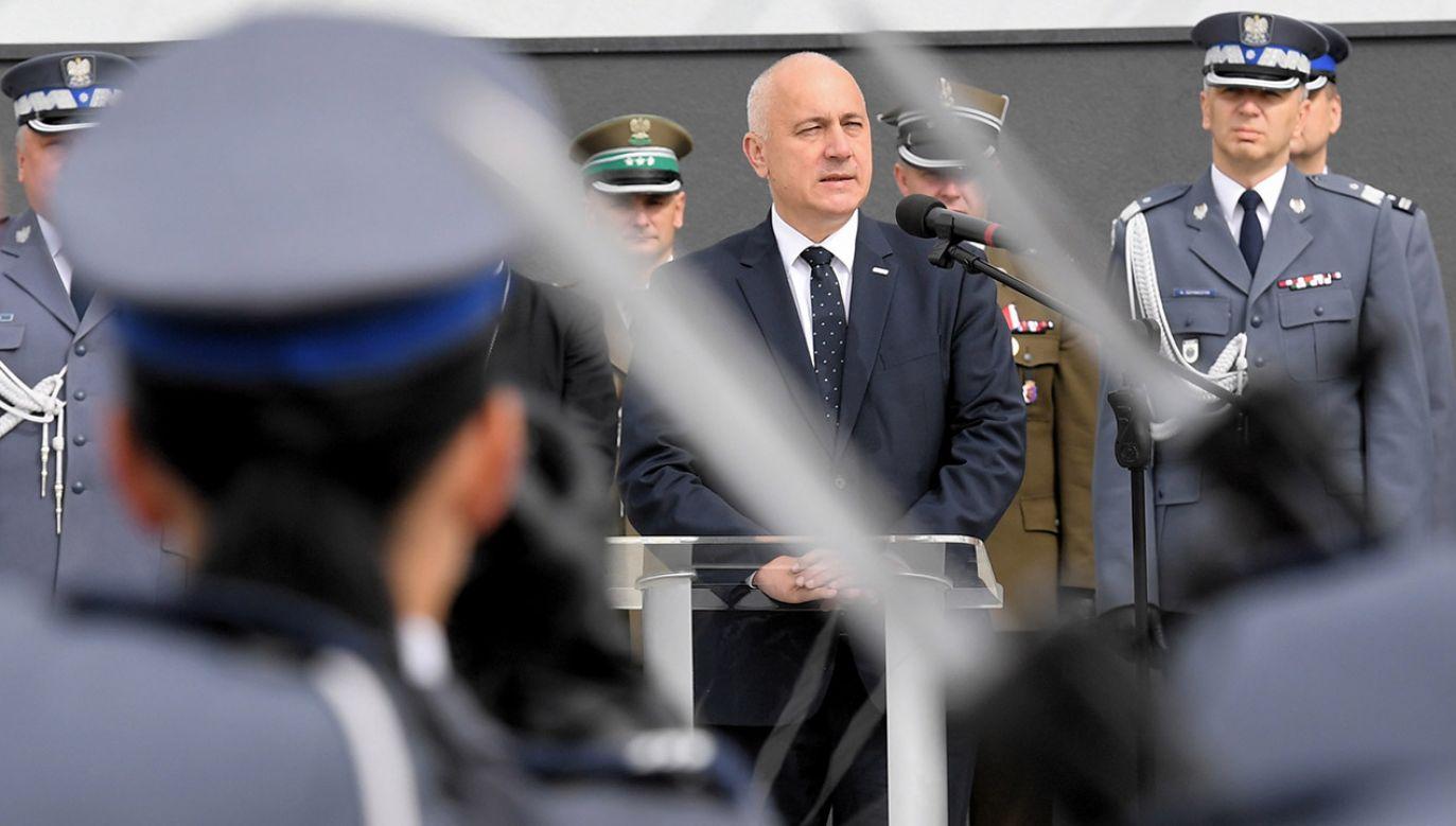 Minister spraw wewnętrznych i administracji Joachim Brudziński (C) podczas otwarcia nowej siedziby Oddziału Prewencji Policji w Krakowie  (fot. PAP/Jacek Bednarczyk)