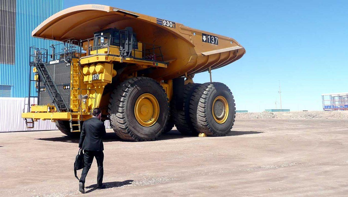 """Ciężarówka Komatsu 930 i/4 w kopalni odkrywkowej miedzi """"Sierra Gorda"""