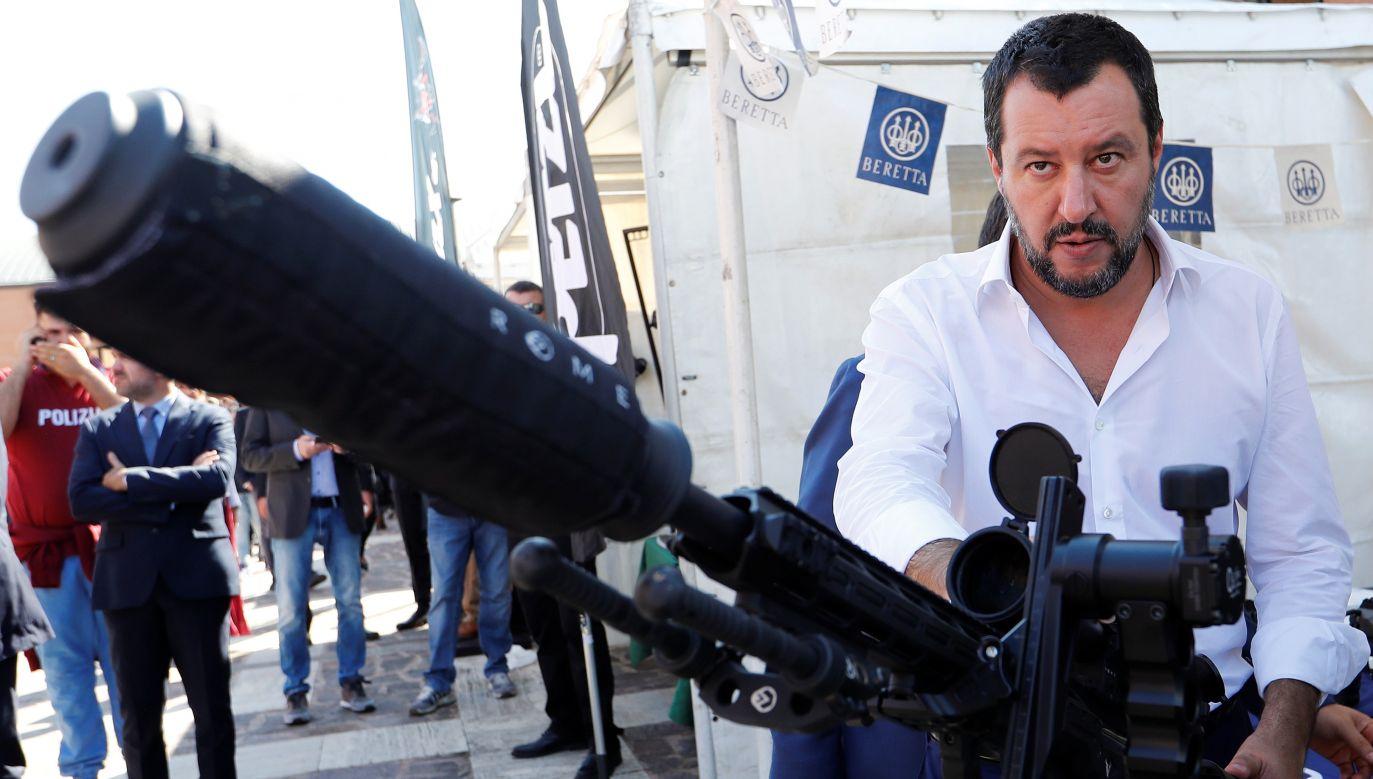 Wizyta Mattea Salviniego w Warszawie okazała się zimnym prysznicem dla Kremla. Na zdjęciu: wicepremier i minister spraw wewnętrznych Włoch stoi obok karabinu snajperskiego z okazji święta oddziałów antyterrorystycznych policji włoskiej. Rzym, 10 października 2018 r.