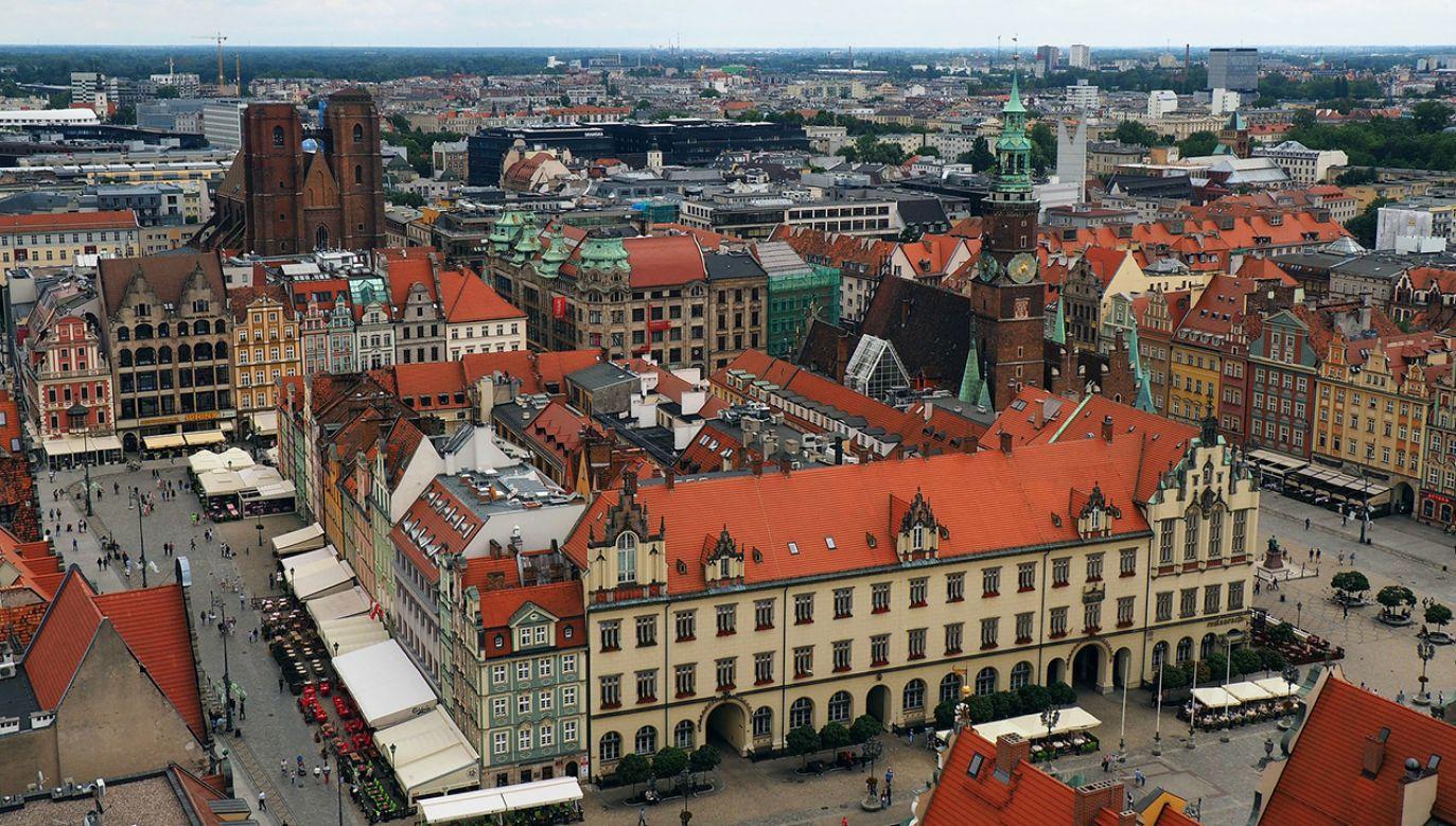 """W ocenie aktywistów zadłużanie samorządu to """"opodatkowanie przyszłych pokoleń wrocławian"""" (fot. Pixabay/Mizikofsky)"""
