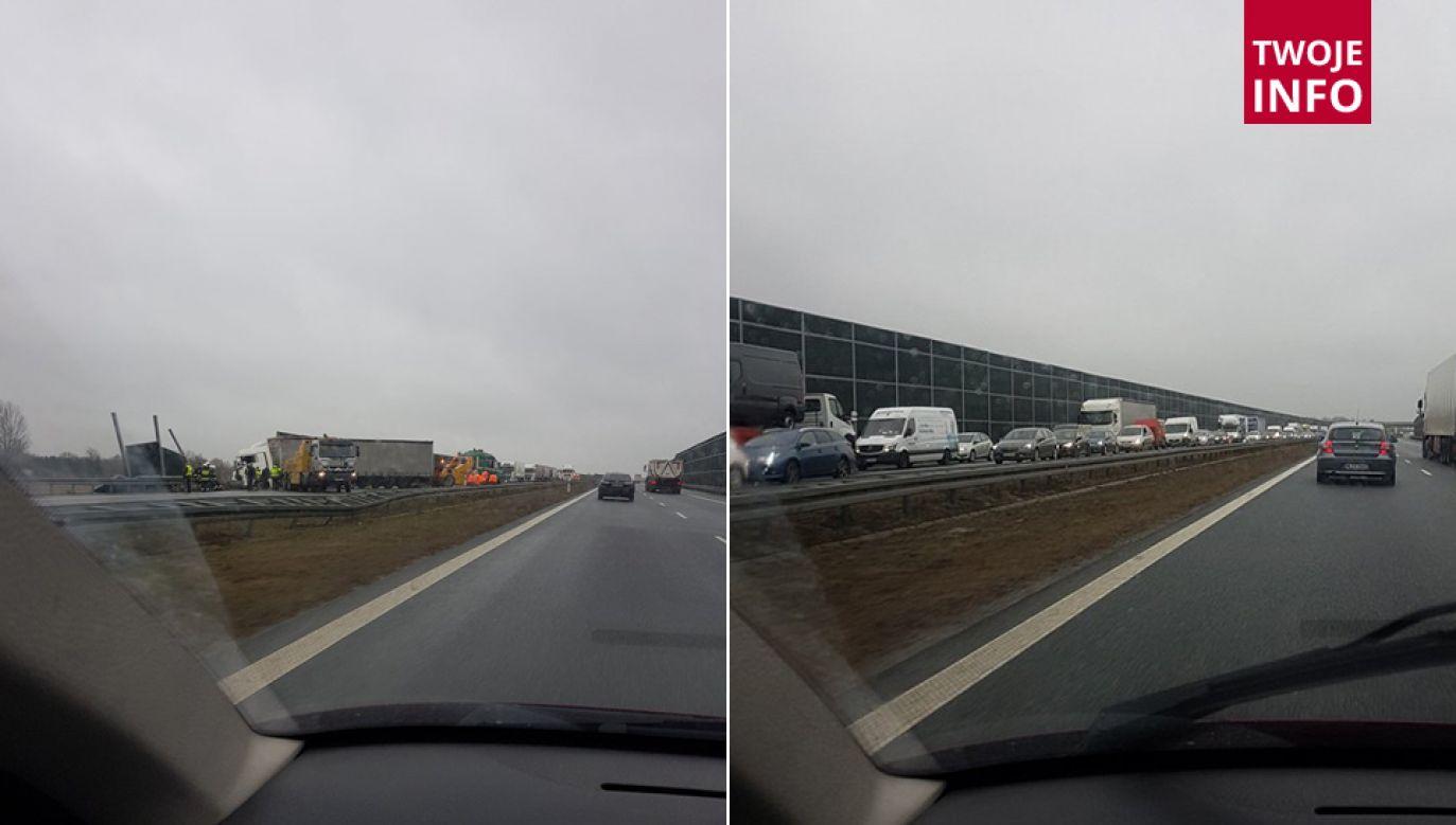 Skutki wypadku najbardziej odczuwają kierowcy jadący w kierunku Warszawy (fot. Twoje Info)