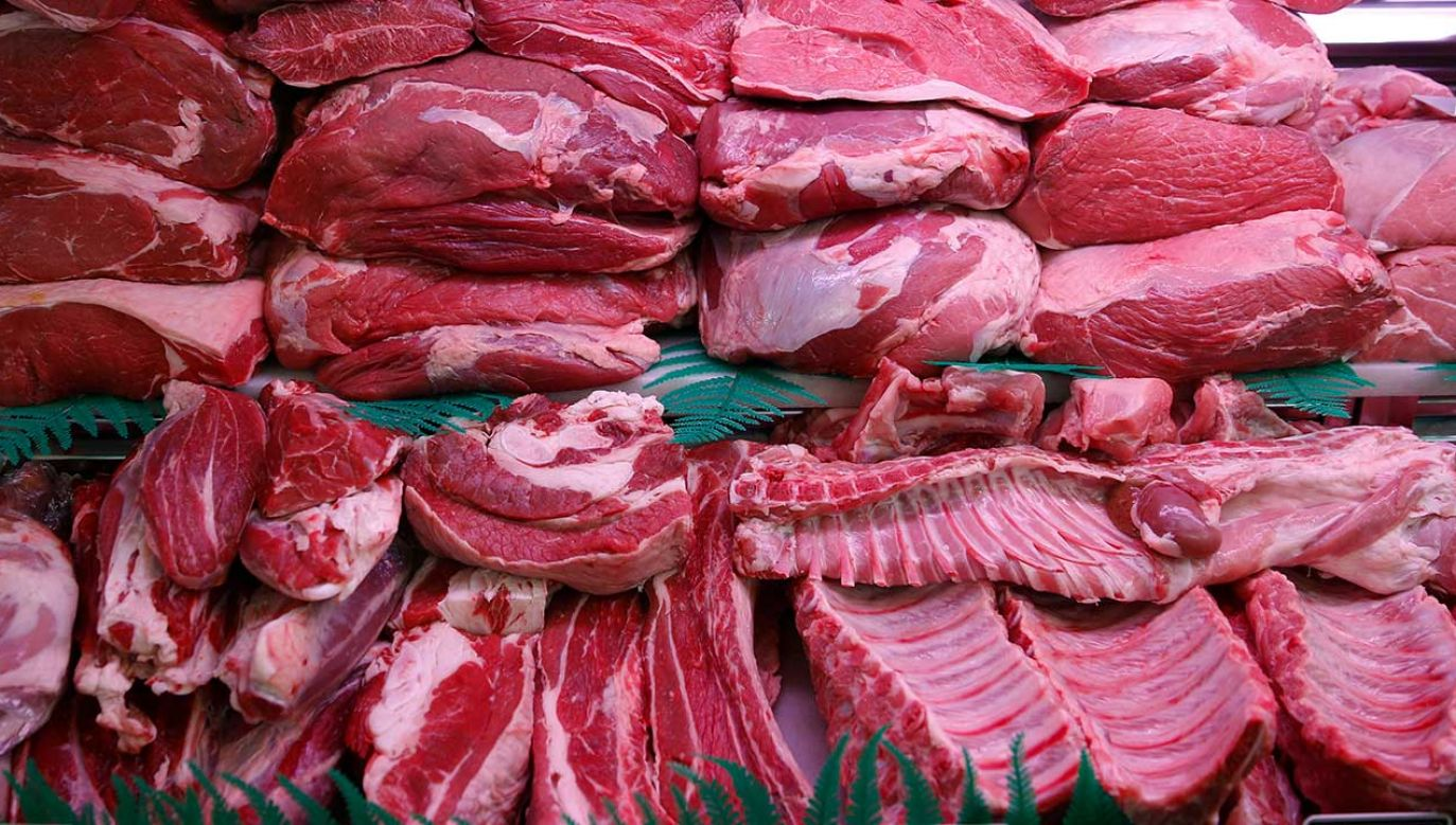 Służby weterynaryjne sprawdzają, czy mięso mogło trafić do konsumentów (fot. REUTERS/Sergio Perez)