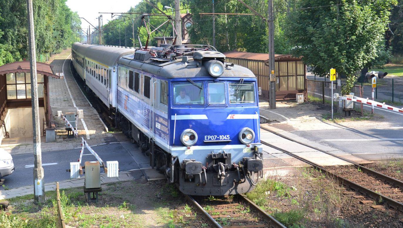 Nawet kierowniczka pociągu zasłabła w czasie podróży (fot. Wikipedia/Dawid9999)