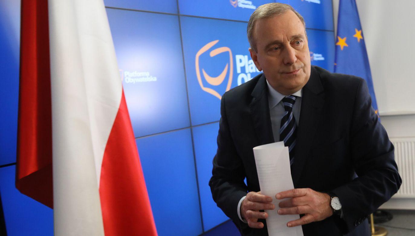 Przewodniczący Platformy Obywatelskiej Grzegorz Schetyna podczas konferencji prasowej w Biurze Krajowym PO w Warszawie (fot. PAP/Leszek Szymański)