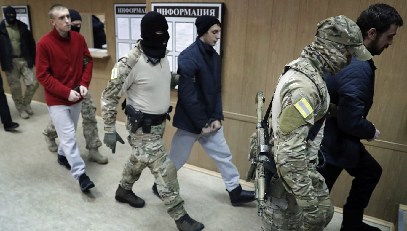 Rosja przetrzymuje 24 ukraińskich marynarzy (fot. PAP/EPA/MAXIM SHIPENKOV)