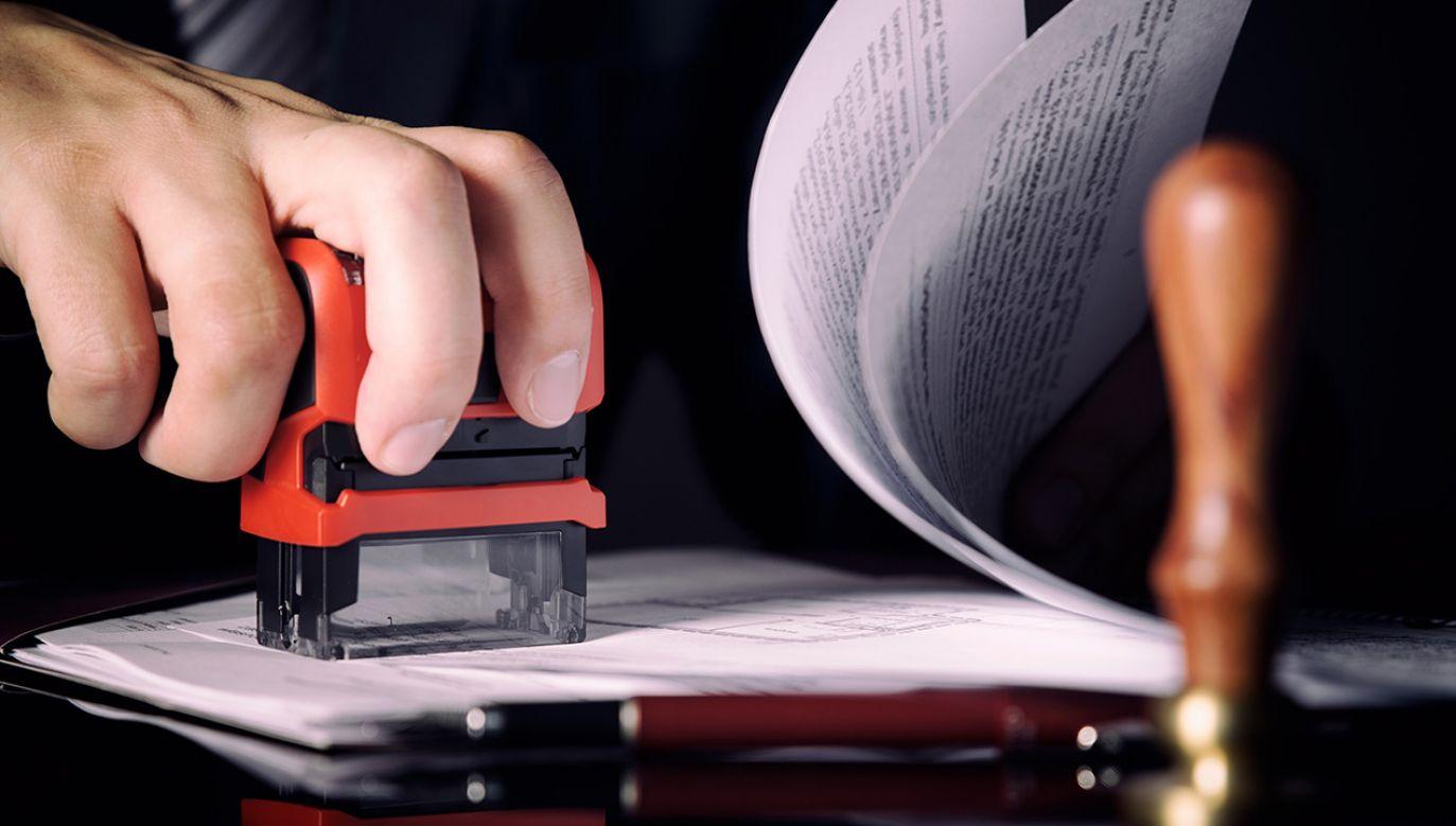Gdańsk/ Prokuratura wnioskuje o areszt dla 5 notariuszy (fot. Shutterstock/Piotr Adamowicz)
