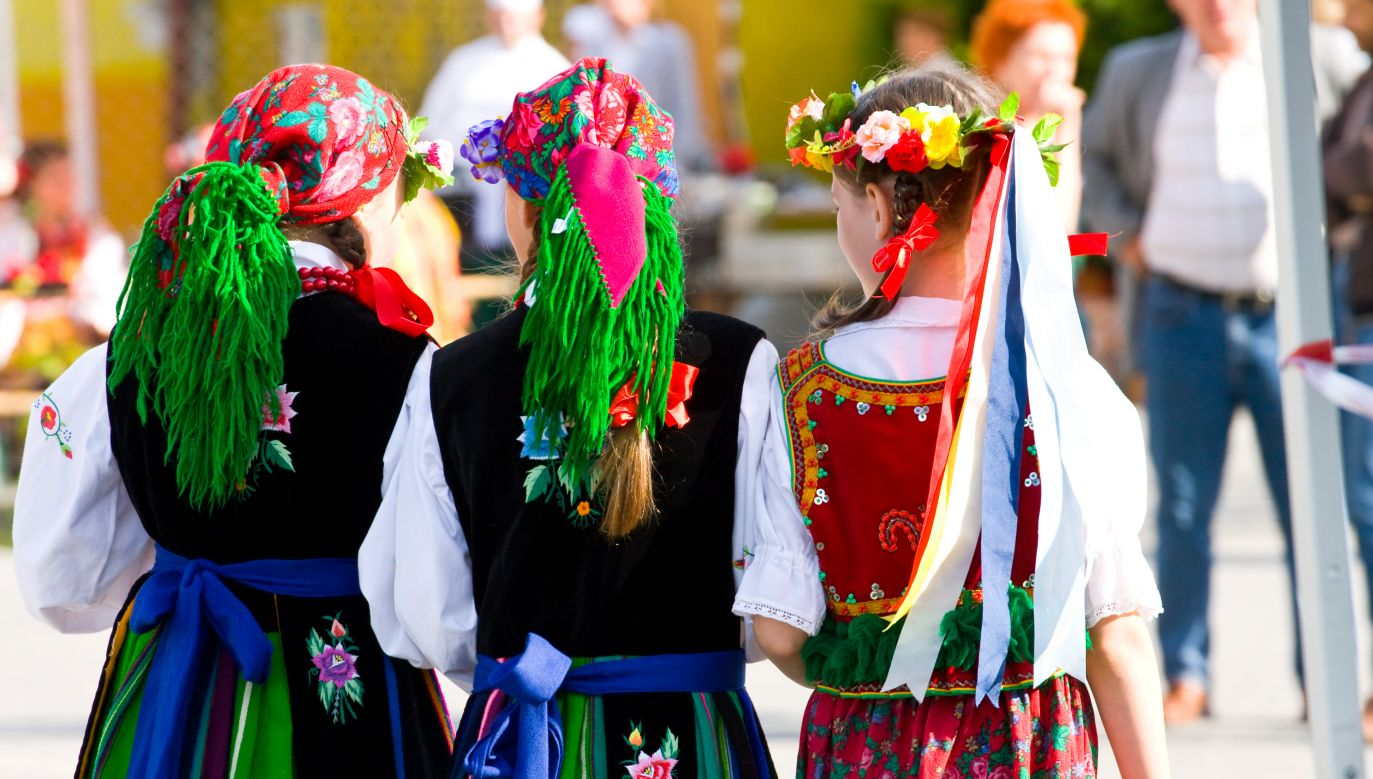 Folk clothes and accessories are regaining popularity in Poland. Photo: shutterstock.com/Dziewul