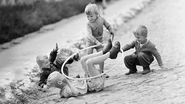 W PRL życie toczyło się na ulicy, tu zawiązywano przyjaźnie na śmierć i życie (fot. arch.PAP/Piotr Barącz)