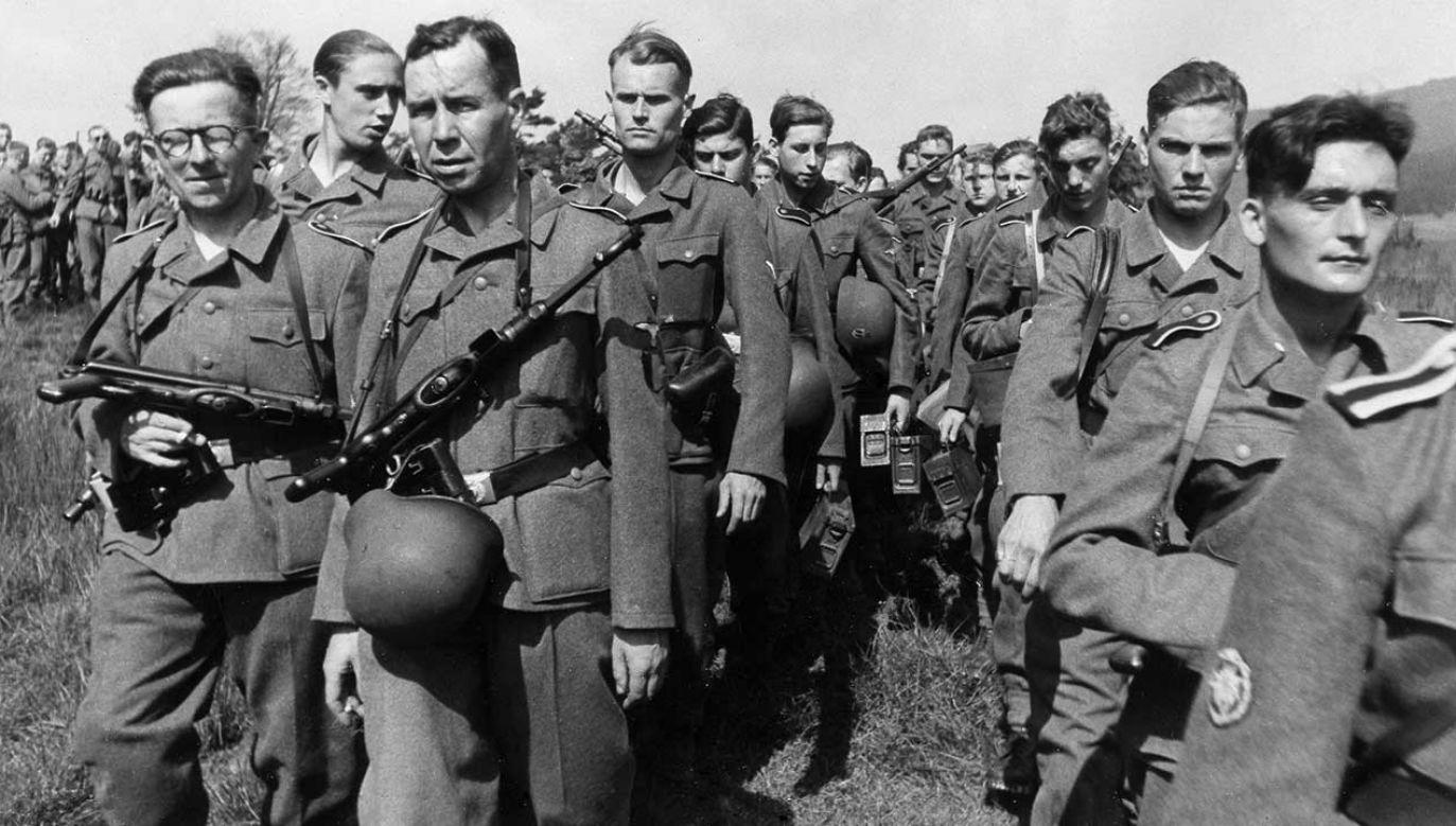 "Ochotnicy z Waffen-SS ""Wallonien"" podczas szkolenia w Bawarii, lipiec 1943 r. (fot. ullstein bild/ullstein bild/Getty Images)"