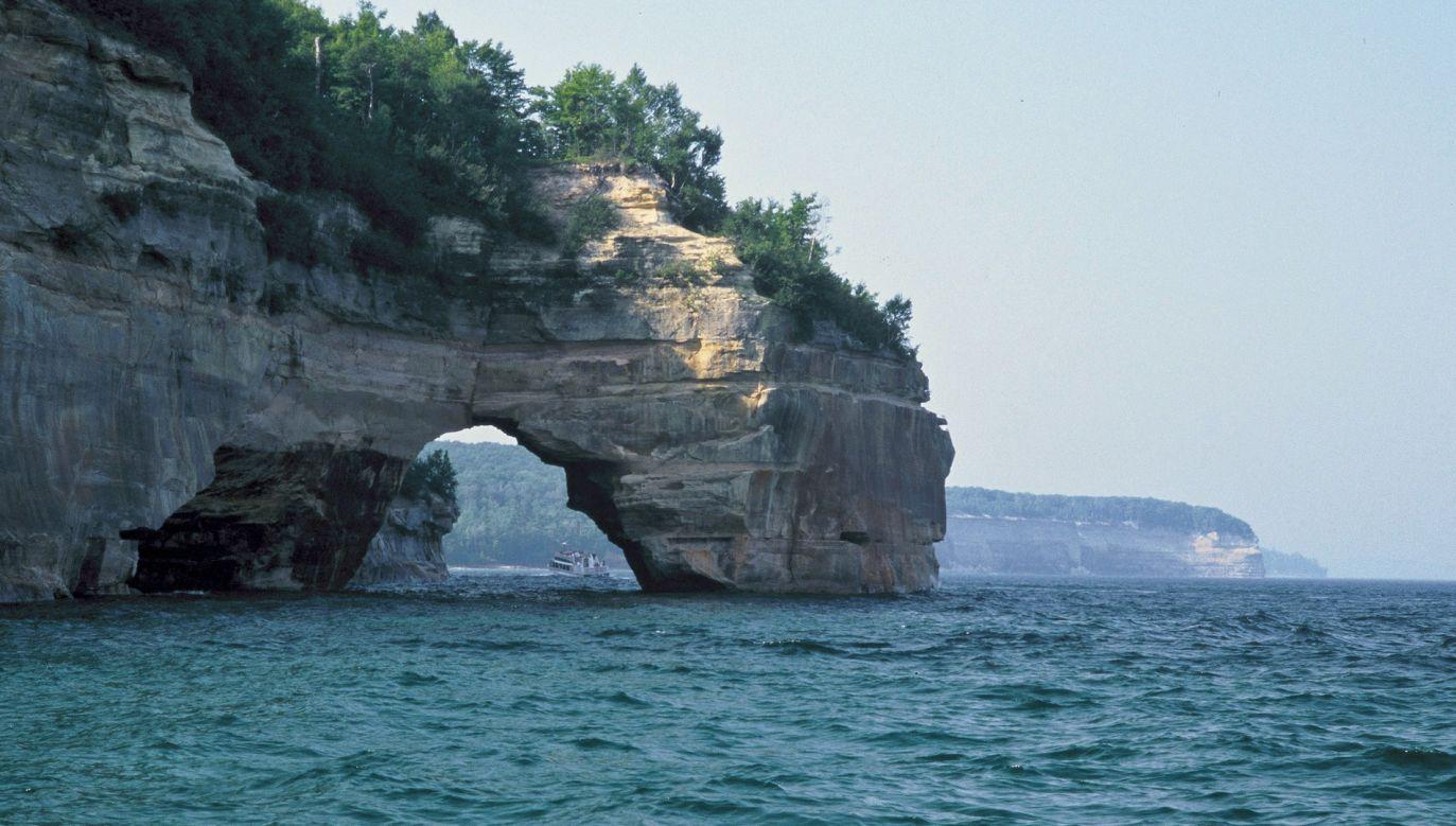 32-latka spadła z klifu w Pictured Rocks nad Jeziorem Górnym (pixabay/skeeze)