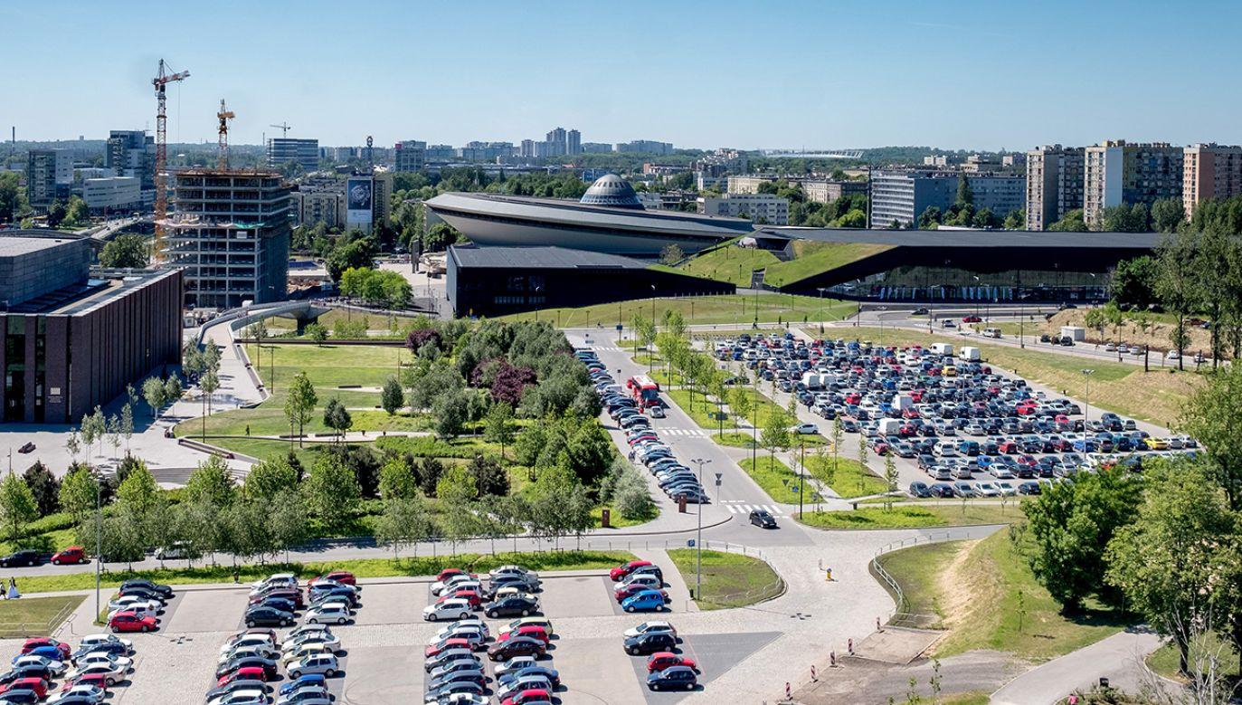 Widok na Międzynarodowe Centrum Kultury i Spodek z tarasu widokowego wieży Warszawa w Muzeum Śląskim w Katowicach (fot. arch. PAP/Andrzej Grygiel)