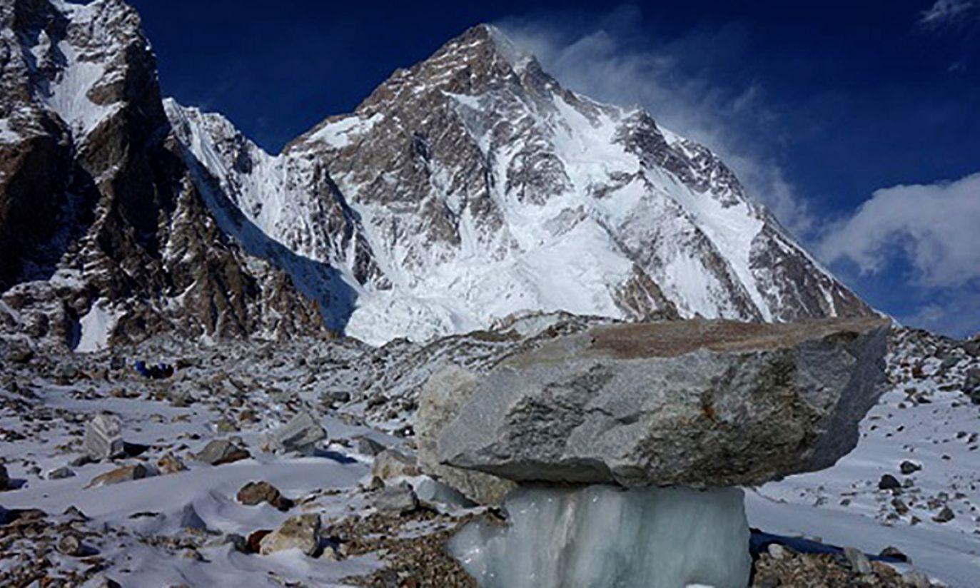 Południowa ściana K2 z moreny lodowca Goldwyn Austen (fot. Wyprawa K2)