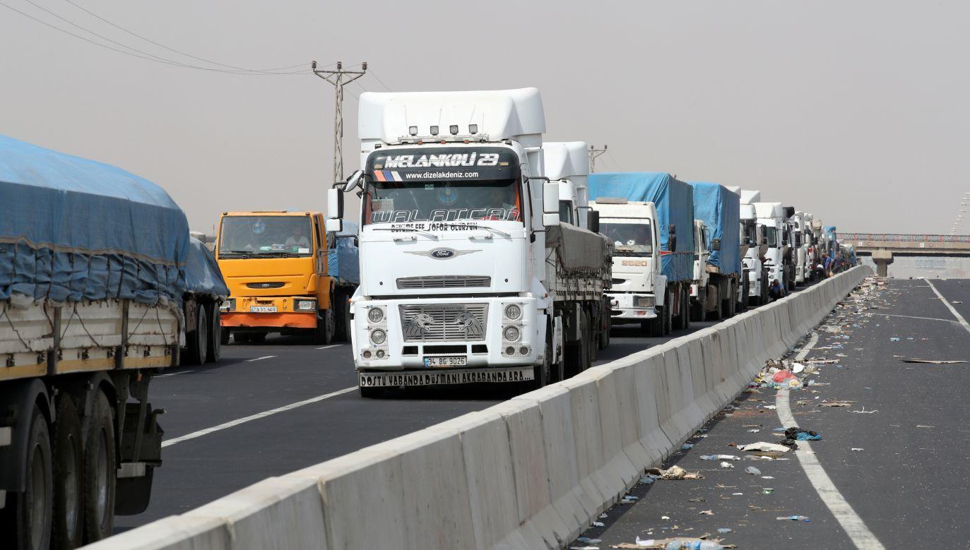 Nielegalni imigranci często próbują dostać się do Europy ukrywając się w ciężarówkach (fot. REUTERS/Umit Bektas)