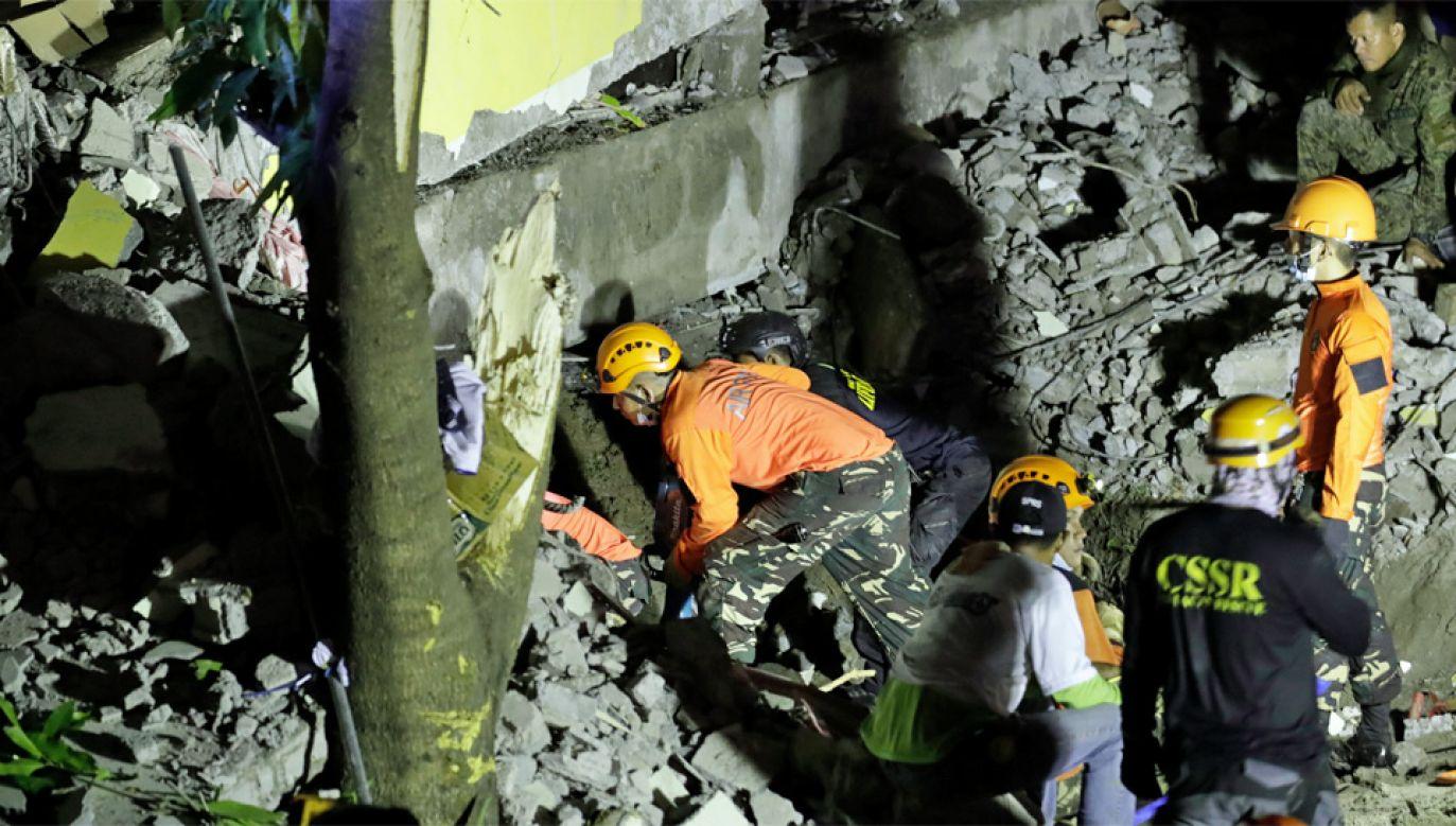 Trzęsienie ziemi na Filipinach miało magnitugę 6,3 st. (fot. PAP/EPA/FRANCIS R. MALASIG)