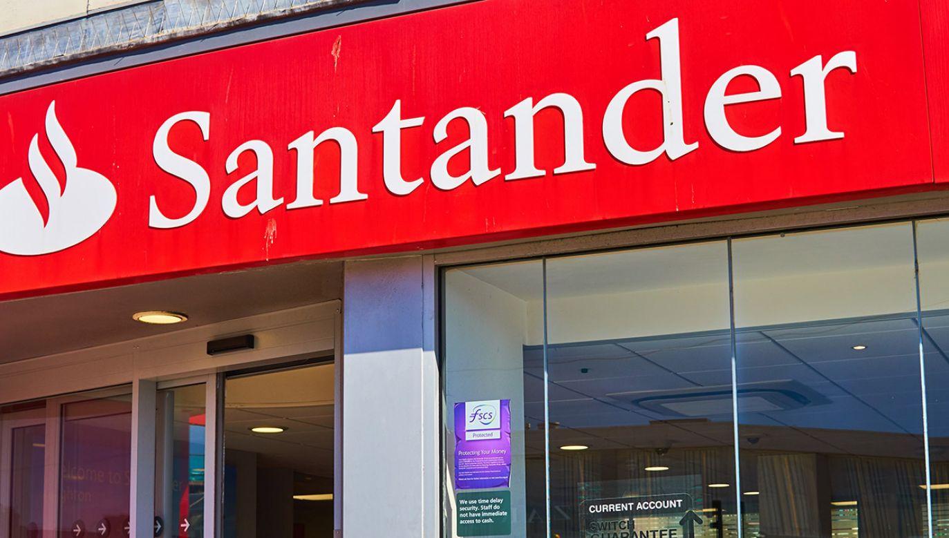 Prokuratorzy oskarżają bank o podejrzane transakcje (fot. Shutterstock/Michaelasbest)