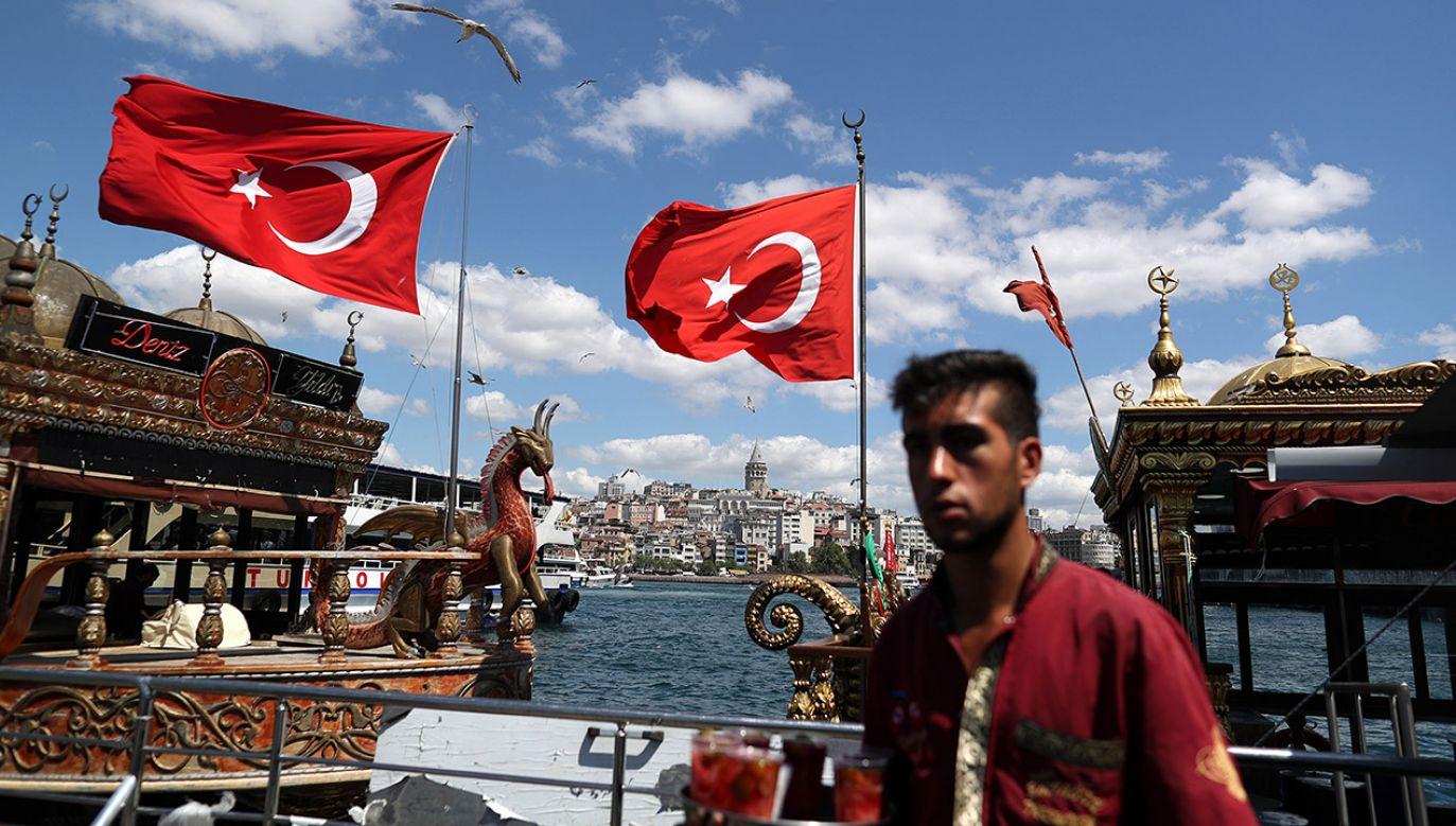 Kto ma pod poduszką złoto i dolary, niech je sprzeda – apeluje prezydent Turcji (fot. PAP EPA/ERDEM SAHIN)
