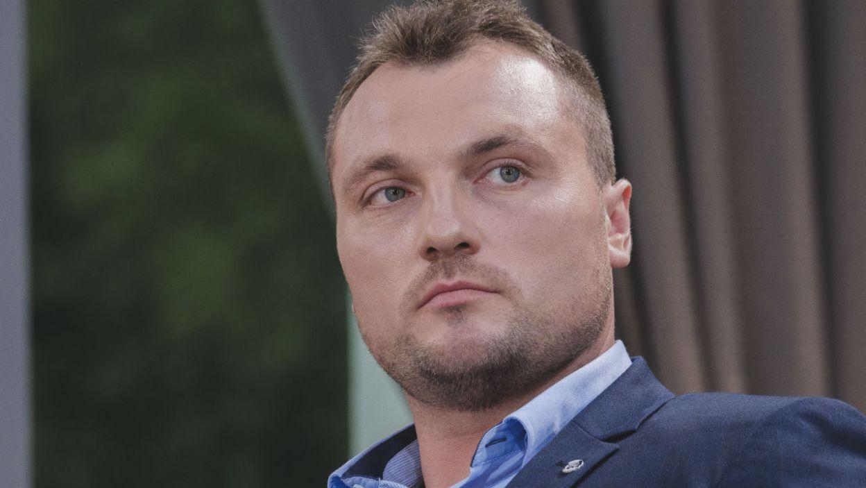 – Praktycznie nie poznałem... – wyznaje Grzegorz. Czyżby zdjęcia wprowadziły rolnika w błąd? (fot. TVP)
