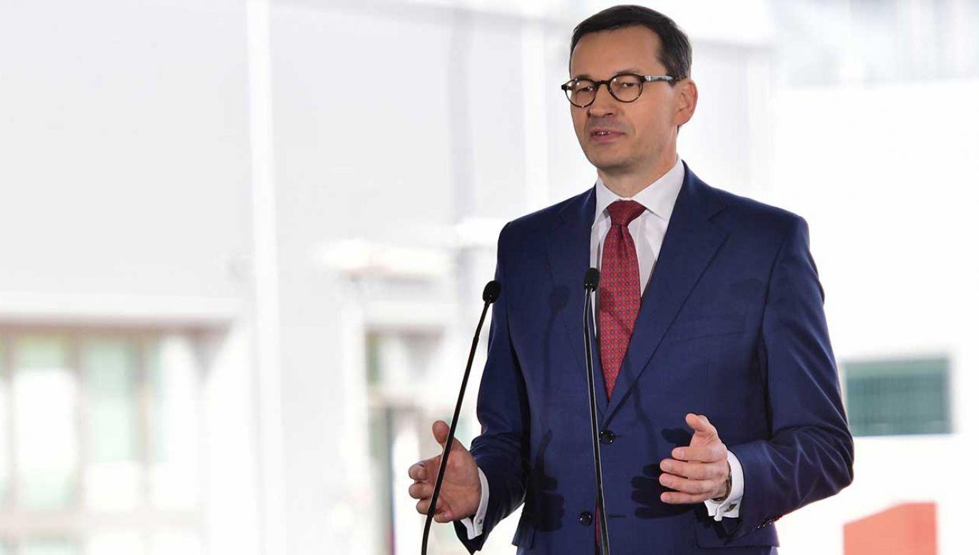 Premier Mateusz Morawiecki podczas uroczystości podpisania umowy o dofinansowanie rozbudowy Terminalu LNG w Świnoujściu (fot. PAP/Marcin Bielecki)